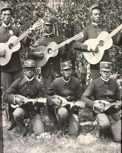 Black Mandolin players