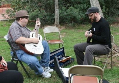 Chris_Berry_and_David_Bragger_warm_up_the_fingers_for_workshops.jpg
