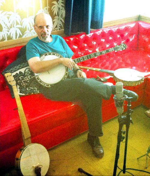 Dan_Gellert_at_the_Old_Time_Tiki_Lounge