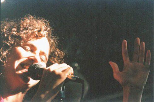 Elizabeth_-_solo_singing.jpg