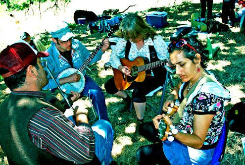 Jim_Bowles|Bragger_Student_Tiki_Jam_with_Friends_and_Family|Triple_Chicken_Foot_w__Evie_Ladin